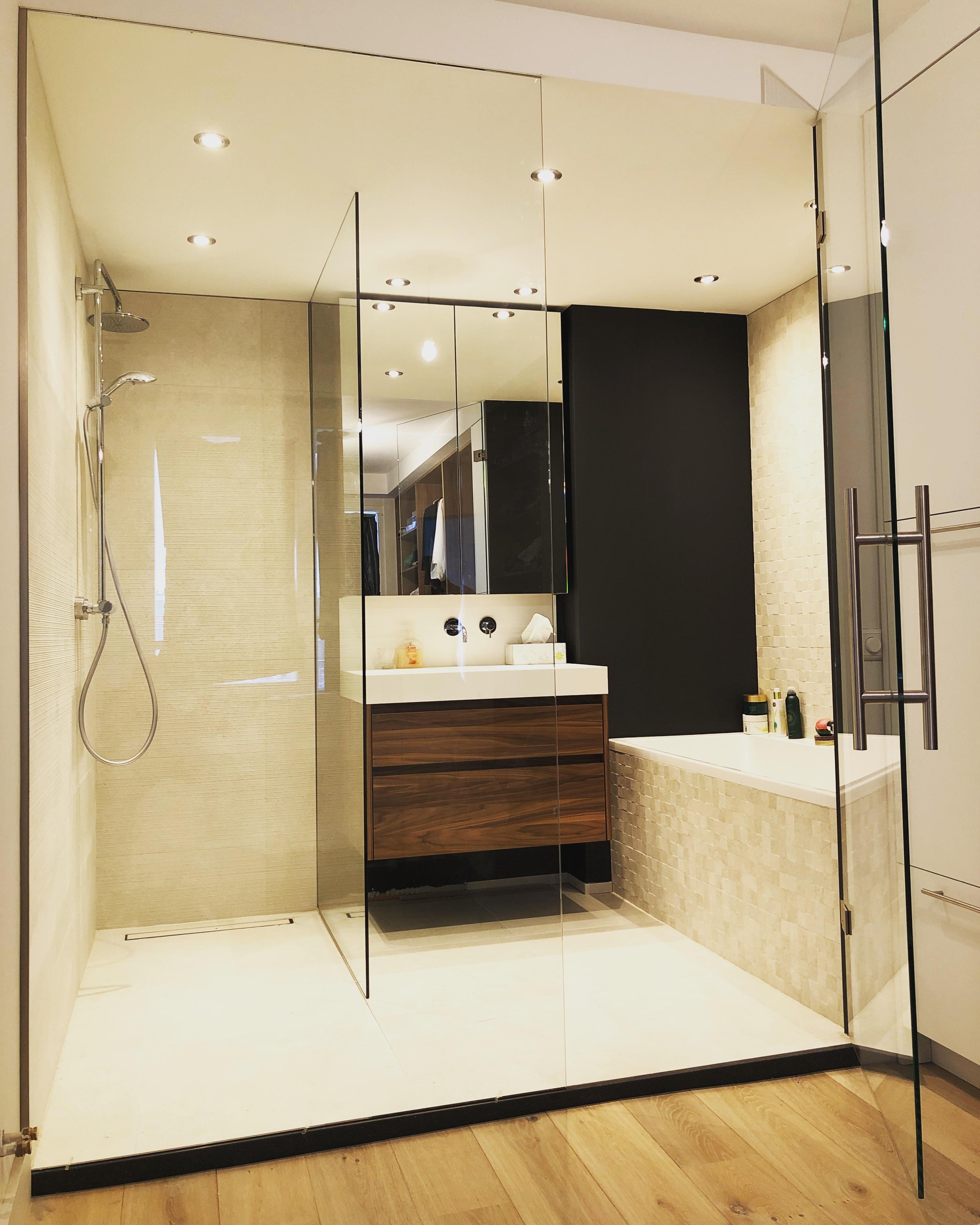 Glazen badkamer wand