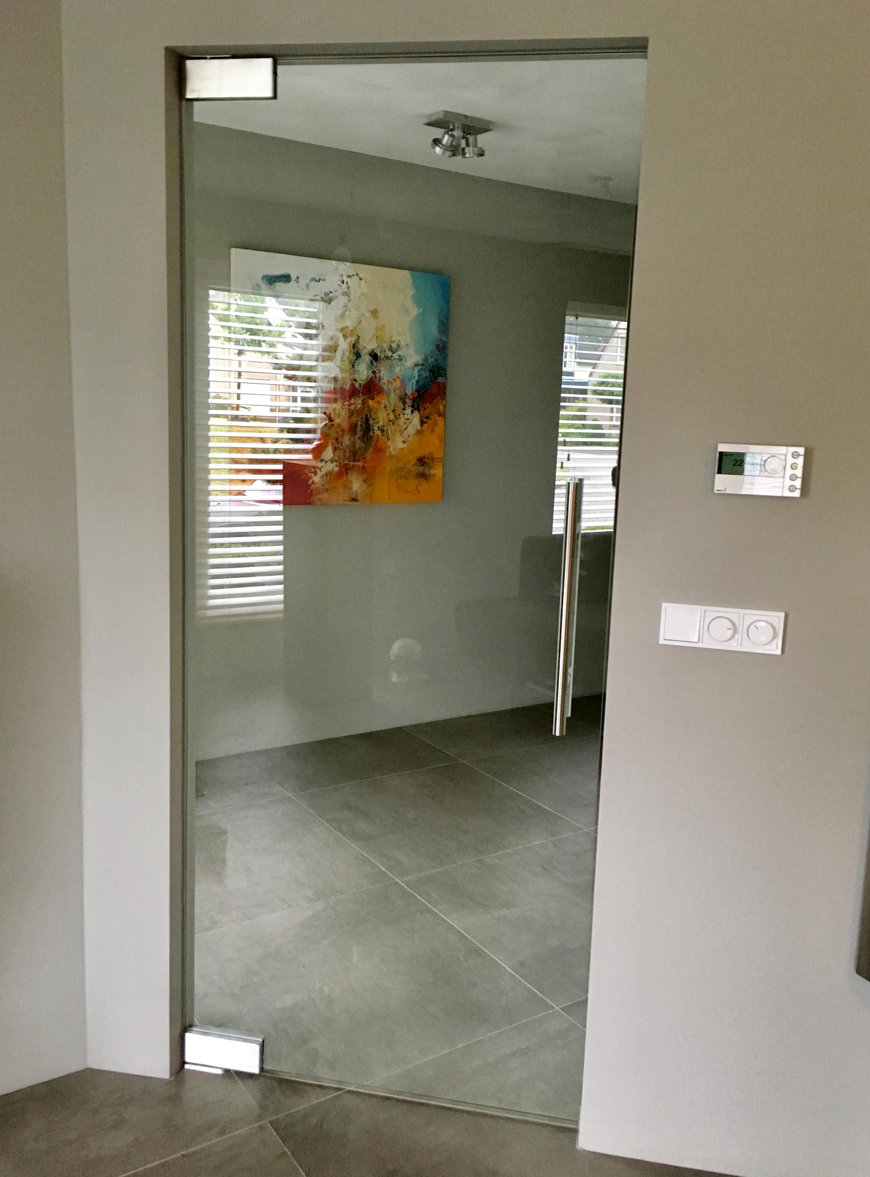 Glazen binnendeur zelfsluitend